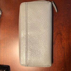 Fossil zip around Pebbled leather clutch/wallet